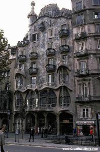 Casa Batllo, Barcelona, Spain, 1905 to 1907 image courtesy of  http://www.greatbuildings.com/