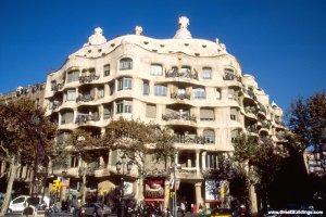 Casa Mila,  Barcelona, Spain, 1905 to 1910 Image courtesy  http://www.greatbuildings.com/