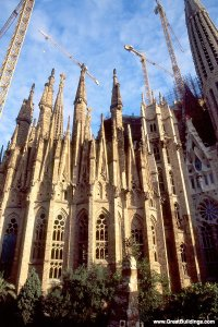 Sagrada Familia, Barcelona, Spain, 1882 to 1926. Image courtesy  http://www.greatbuildings.com/