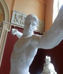 statues-taking-selfies-designboom-02